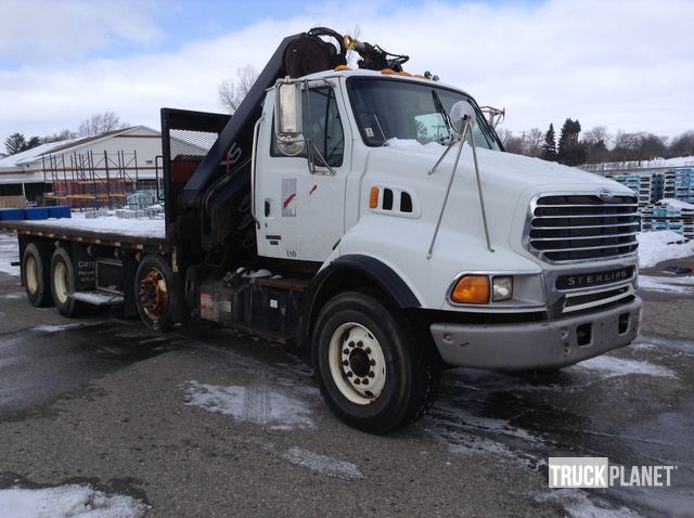 Hiab 288 EP-5 Hipro Knuckle Boom on 2004 Sterling LT9500 Tri/A Truck