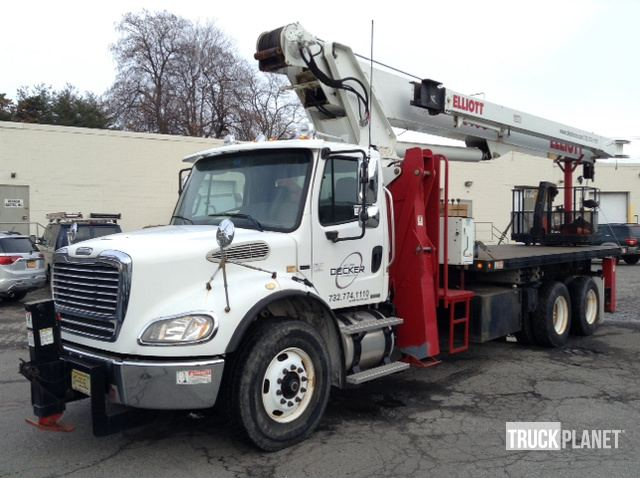 Elliott 2600 Straight Boom on a 2007 Freightliner M2 112 T/A Truck
