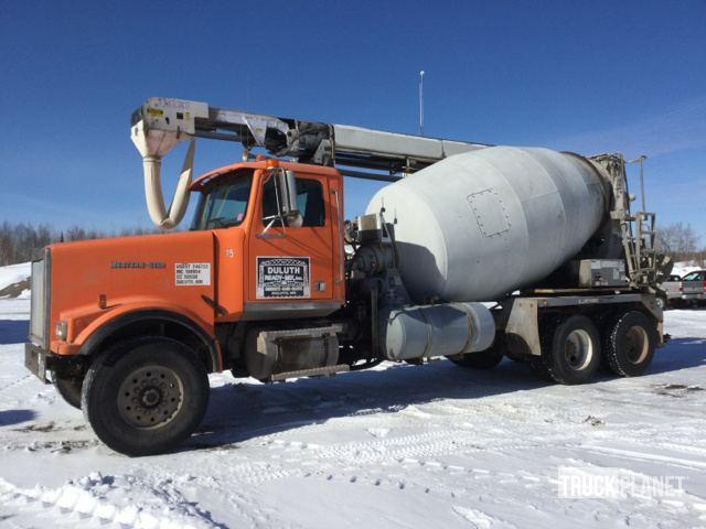 2003 Western Star 4900 FA T/A Mixer Truck in Saginaw, Minnesota