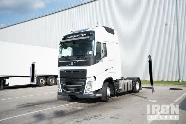2017 Volvo FH13-500 XL Globetrotter 4x2 Sleeper Truck