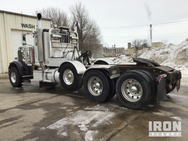 2009 Peterbilt 389 Tri/A Day Cab Truck Tractor in Des Moines