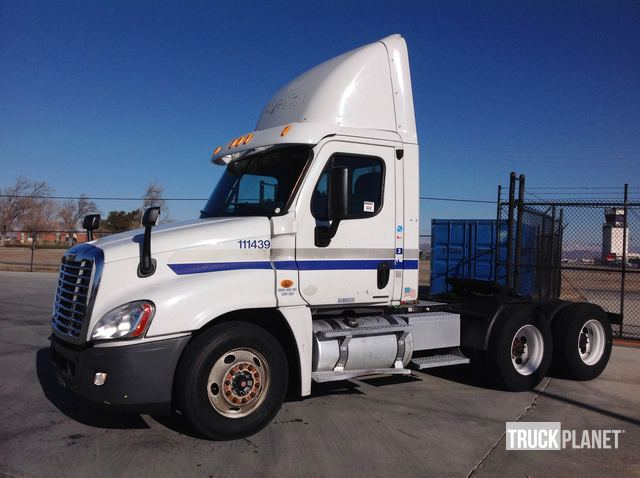 2010 Freightliner Cascadia T/A Day Cab Truck Tractor in