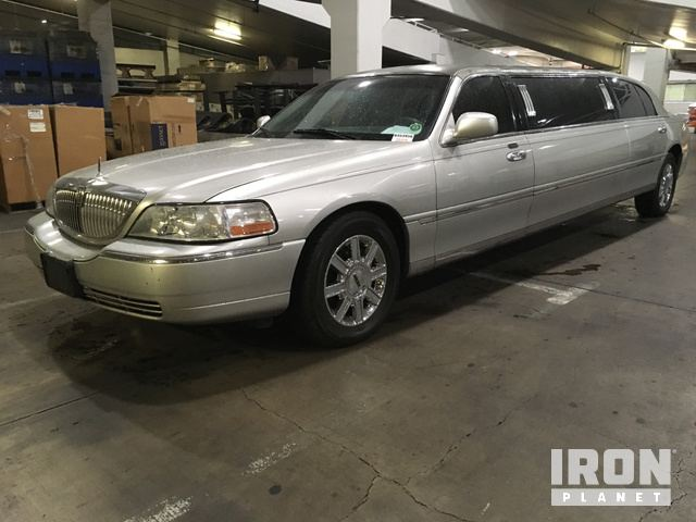 2011 Lincoln Town Car Executive Limousine in Las Vegas, Nevada