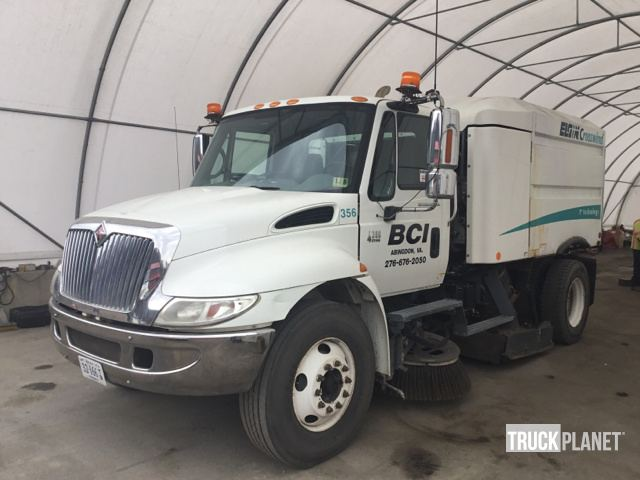 2001 International 4300 Sweeper Truck in Abingdon, Virginia, United