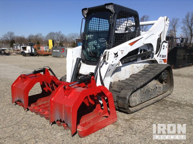 Bobcat T870 Compact Track Loader in Middlebury, Indiana