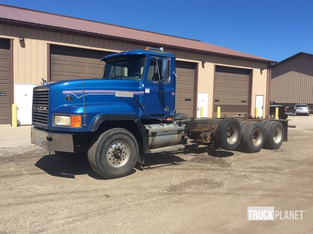 1999 Mack CL700 Cab & Chassis in Waukesha, Wisconsin, United States