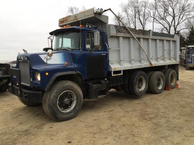 d509cca298 1984 Mack DM685S Tri A Dump Truck