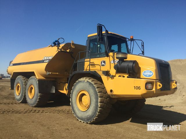 2007 John Deere 400D Water Truck in RM of Sherwood
