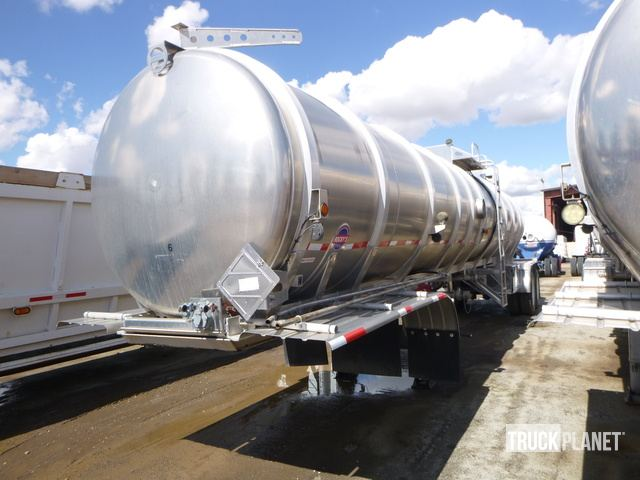 Surplus 2014 Rocky Mountain Trailers T/A Tanker Trailer in