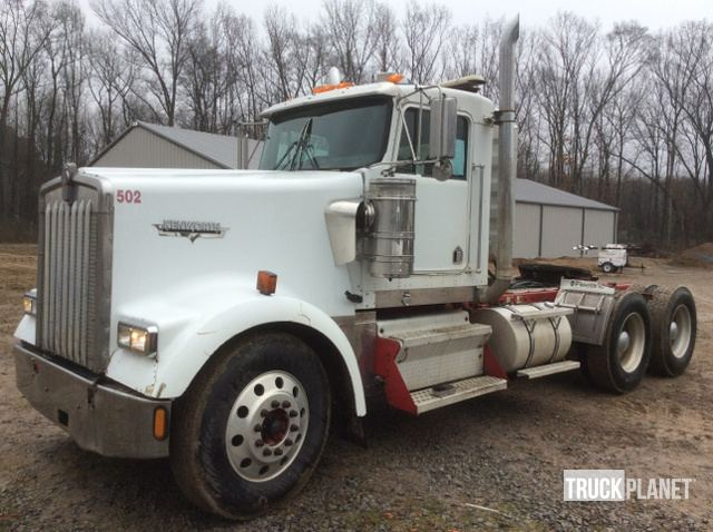 2003 Kenworth W900 T/A Day Cab Truck Tractor in Searcy, Arkansas