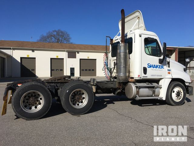 2010 Freightliner Cascadia 125 T/A Day Cab Truck Tractor in