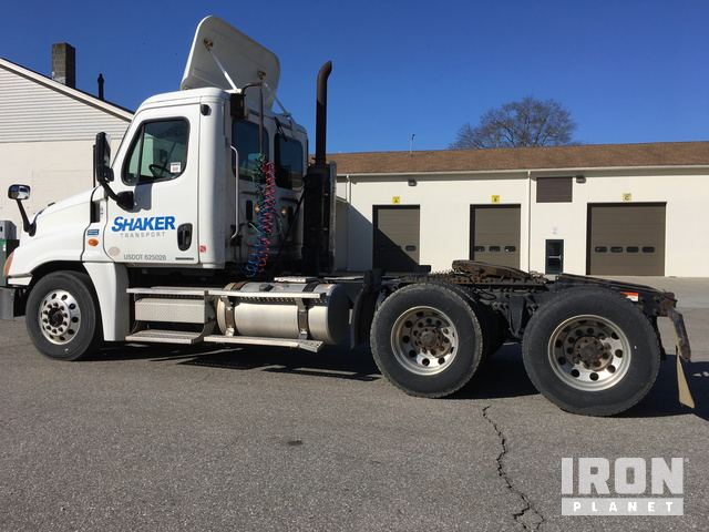2010 Freightliner Cascadia 125 T/A Day Cab Truck Tractor in North