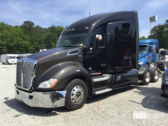 2015 Kenworth T680 T/A Sleeper Truck Tractor in Newnan, Georgia