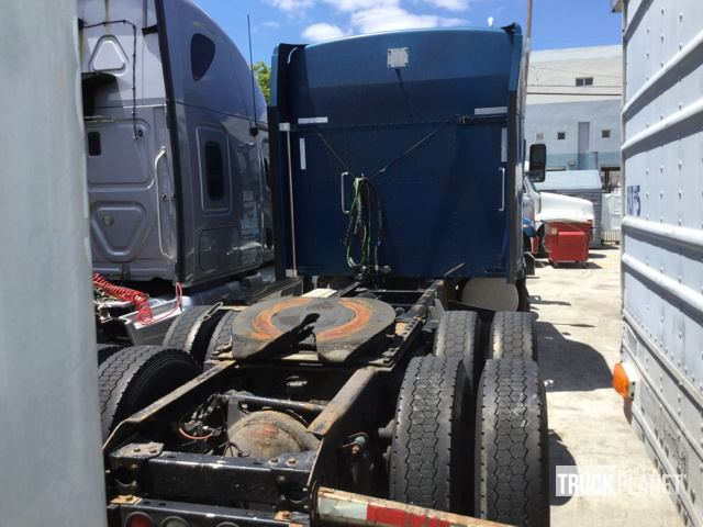 2005 Kenworth T600 T/A Sleeper Truck Tractor in Miami, Florida