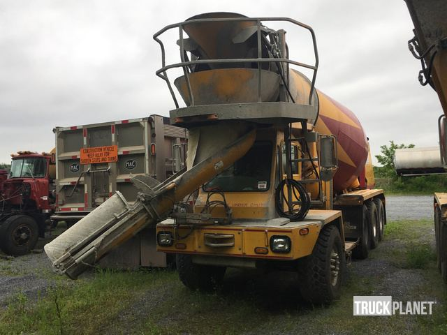 2005 Oshkosh S-SERIES Tri/A Mixer Truck in New Holland, Pennsylvania