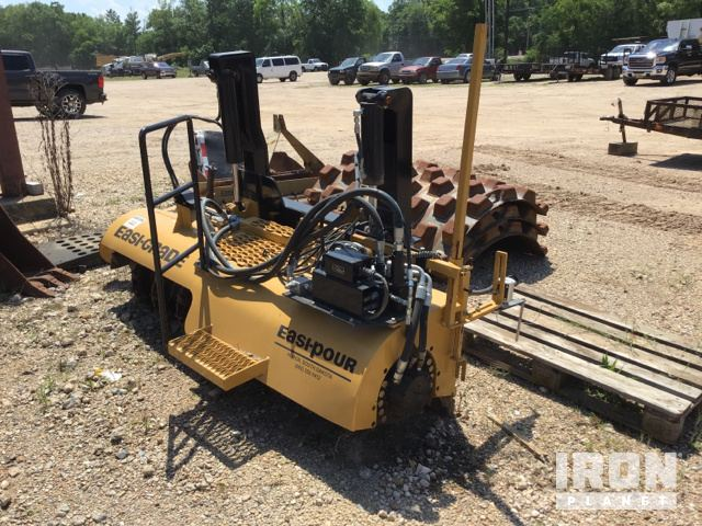 Easi-Pour Easi-Grade 82SST Trimmer Skid-Steer Attachment in