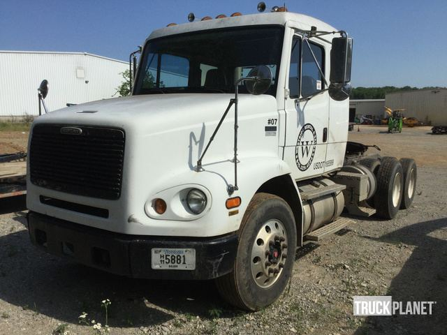 1999 Freightliner FL112 T/A Day Cab Truck Tractor in Lebanon