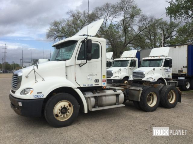 2006 Freightliner Columbia 112 T/A Day Cab Truck Tractor in