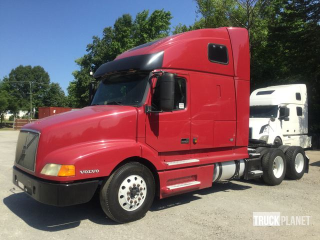 2001 Volvo VNL64T T/A Sleeper Truck Tractor in Chester, Virginia