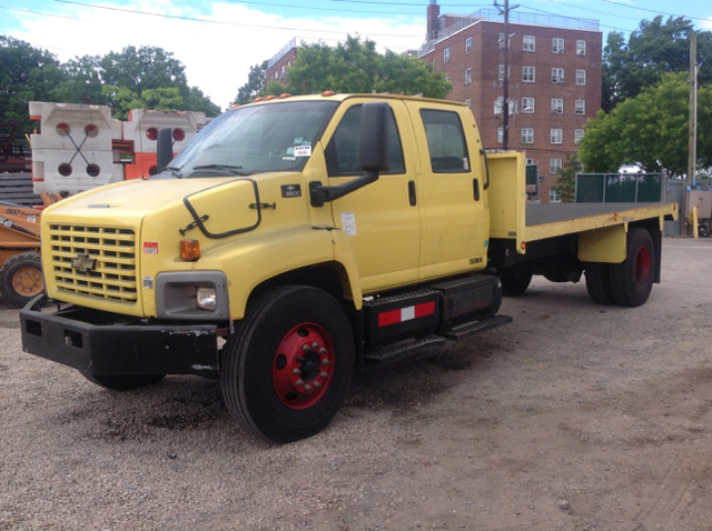 2004 GMC C8500 S/A Flatbed Truck