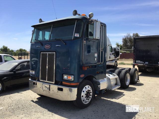 2001 Peterbilt 362 T/A Sleeper Truck Tractor in Perris, California