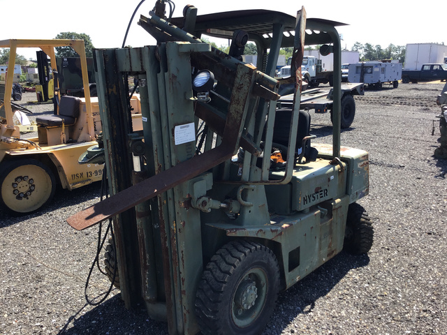 Hyster H40-XL-MIL Pneumatic Tire Forklift