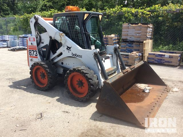 Bobcat 873 Skid-Steer Loader in New Berlin, Wisconsin