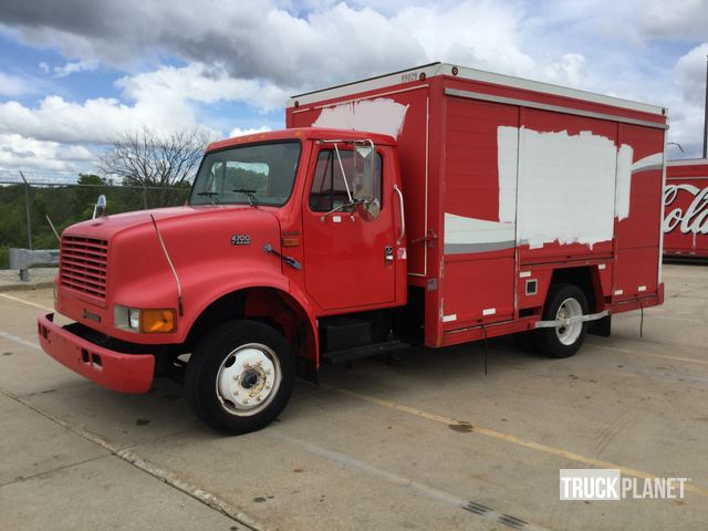 2000 International 4700 Beverage Truck In Milwaukee