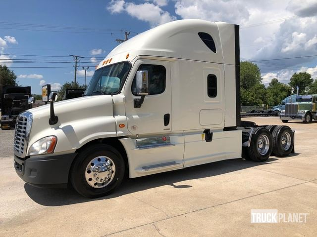 2016 Freightliner Cascadia 125 T/A Sleeper Truck Tractor