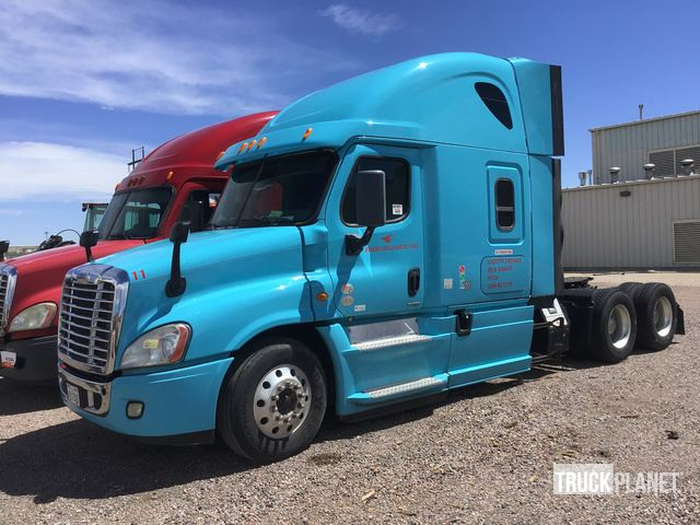 Surplus 2014 (unverified) Freightliner Cascadia 125 T/A Sleeper