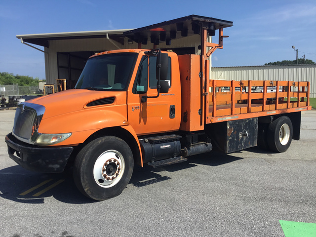 2004 International 4300 S/A Flatbed Truck