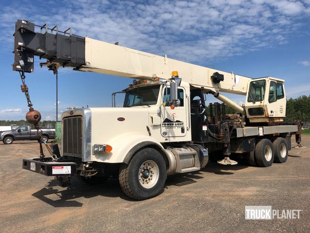 National Crane 1400 Straight Boom on 2012 (unverified) Peterbilt 367 T/A Truck, Truck Tractor w/Crane