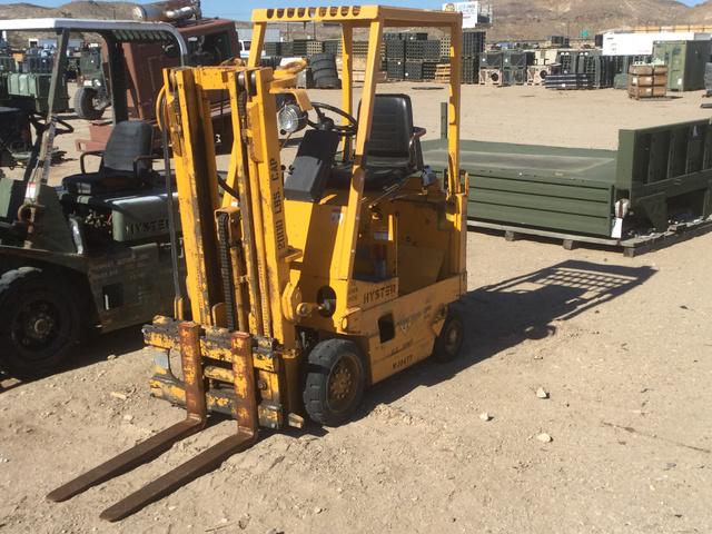 Hyster E25XL Pneumatic Tire Forklift