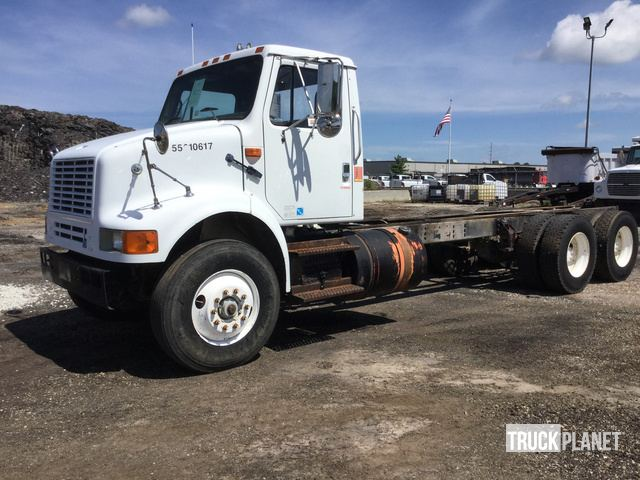 International 9200i SBA 6x4 (2004) Cab and Chassis Specs