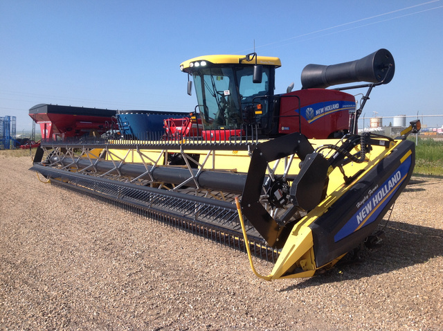 2015 New Holland Speedrower 200