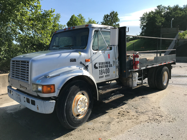 1995 International 4700 S/A Flatbed Truck