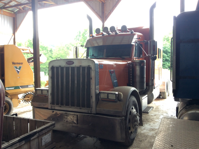 2004 Peterbilt 379 T/A Sleeper Truck Tractor
