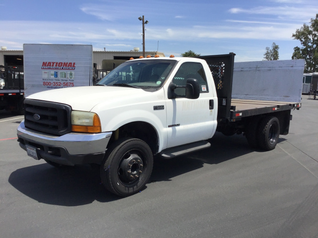 2000 Ford F-550 Super Duty Flatbed Truck