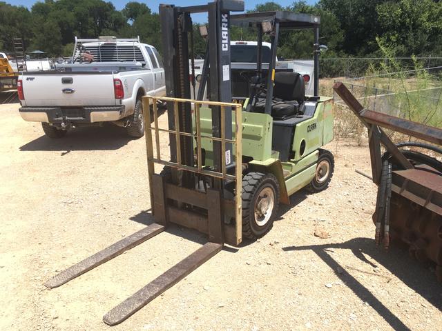 Clark GPS25I Pneumatic Tire Forklift