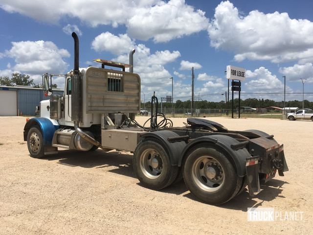 2007 Peterbilt 379 T/A Day Cab Truck Tractor in Bastrop