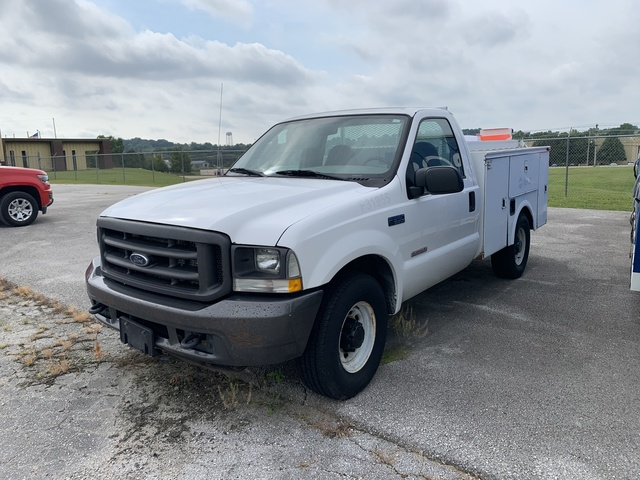 2004 Ford F-350 S/A Service Truck