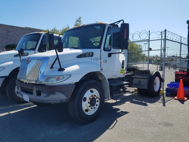 2004 International 4400 S/A Day Cab Truck