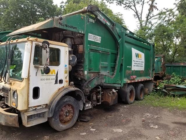 2010 Mack MRU613 Waste Collection Truck