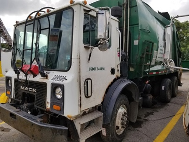 2005 Mack MR688S Waste Collection Truck