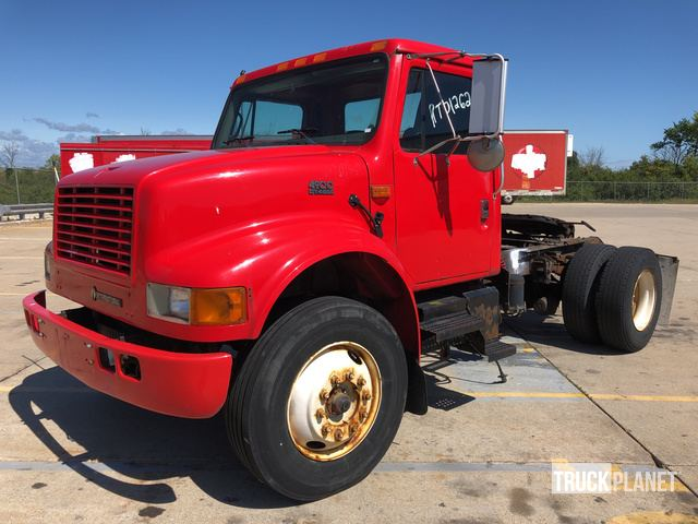 Surplus 2002 International 4900 S/A Day Cab Truck Tractor in