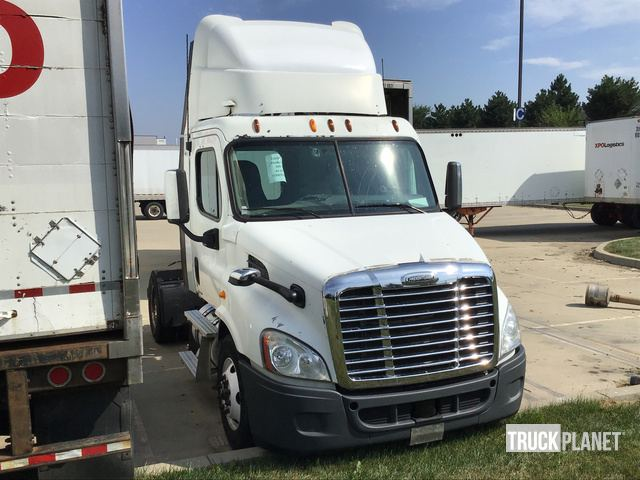 Surplus 2011 Freightliner Cascadia S/A Day Cab Truck Tractor