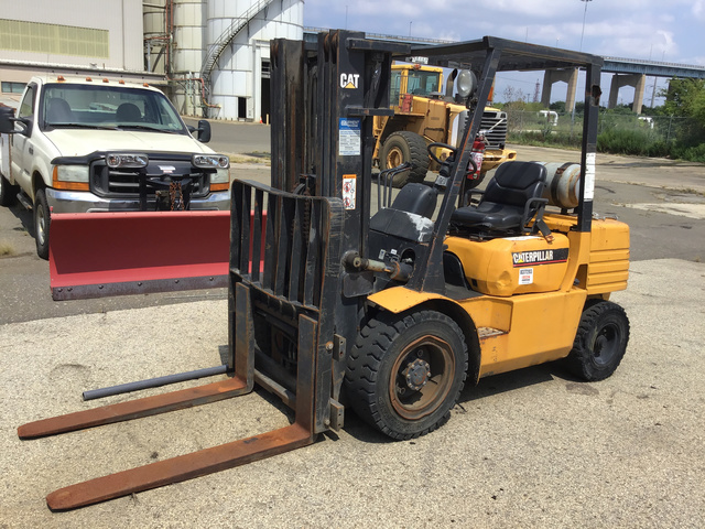 Cat GP30 Pneumatic Tire Forklift