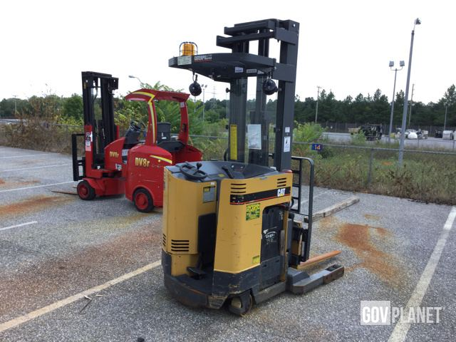 Surplus Cat NRR30 Electric Forklift in Fort Meade, Maryland