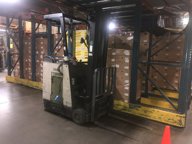2006 Crown RC3020-30 Electric Forklift