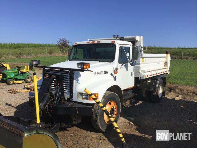 2002 International 4900 Dump Truck - 2544301 / D5-15